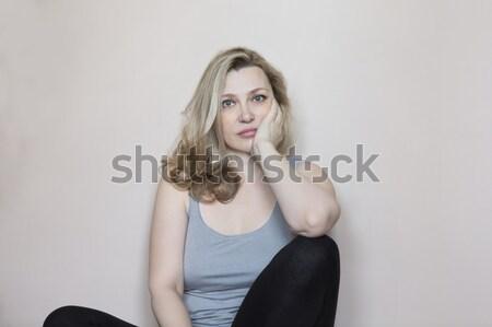 Retrato meio idade mulher quarto sorridente Foto stock © dashapetrenko