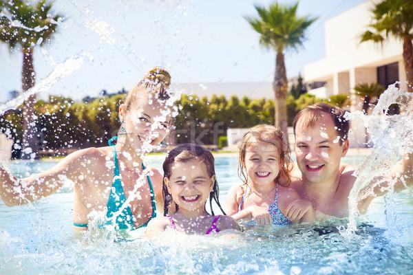 Aile iki çocuklar yüzme havuzu mutlu aile Stok fotoğraf © dashapetrenko