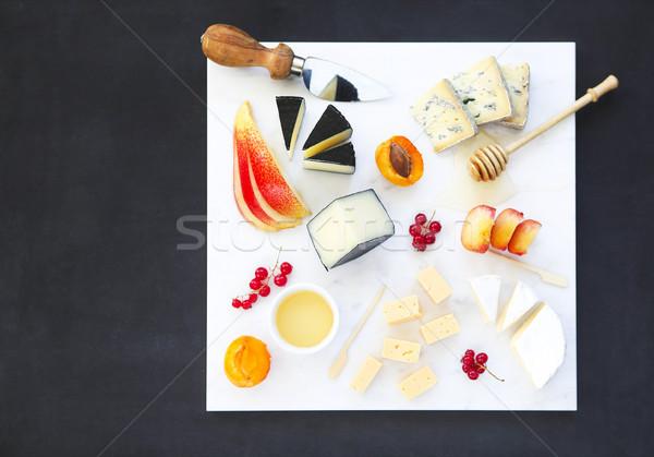 Sajt méz gyümölcsök tányér antipasti falatozó Stock fotó © dashapetrenko