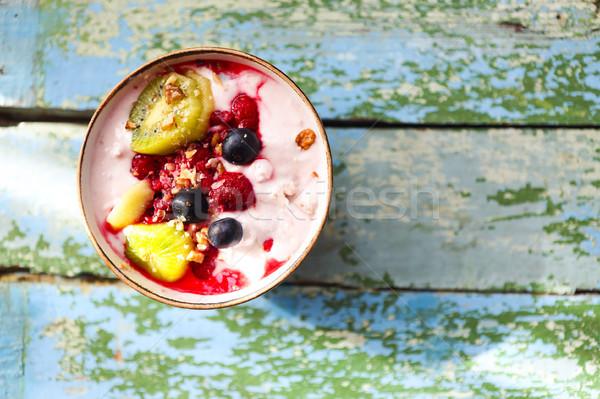 Csésze granola joghurt gyümölcs kék reggeli Stock fotó © dashapetrenko