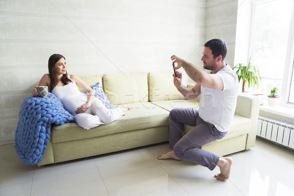 Femme enceinte jeune homme ensemble photo Photo stock © dashapetrenko