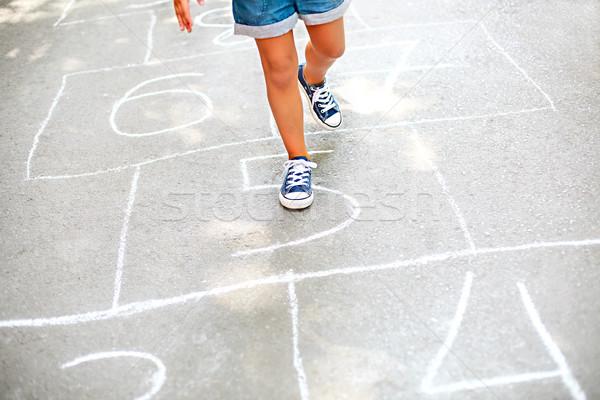 Criança jogar recreio ao ar livre crianças ao ar livre Foto stock © dashapetrenko