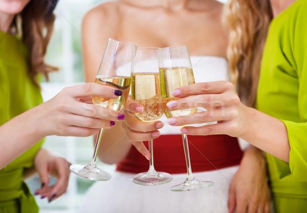 Kezek menyasszony menyasszonyi barátok tart üveg Stock fotó © dashapetrenko