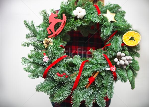Mulher florista natal coroa mãos Foto stock © dashapetrenko