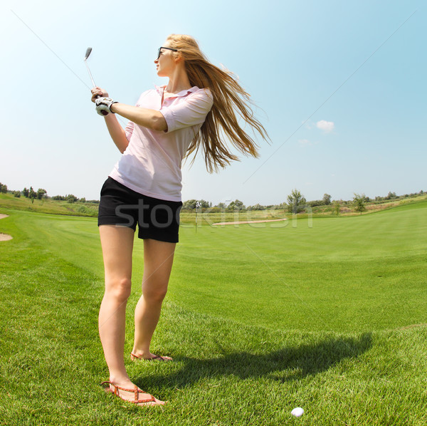 Női golfozó gyakorol labda lány golf Stock fotó © dashapetrenko