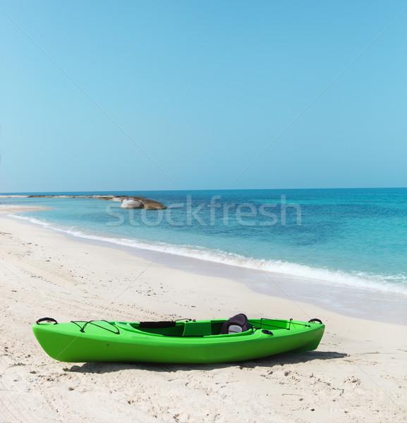 Groene kajak strand heldere hemel natuur Stockfoto © dashapetrenko