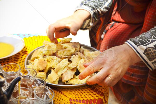 Mulher pão jantar mãos Foto stock © dashapetrenko