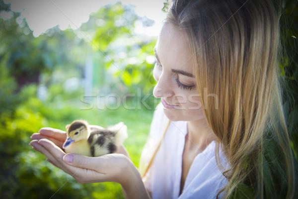 Fiatal kaukázusi nő citromsárga kiskacsa kint Stock fotó © dashapetrenko