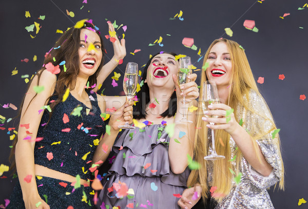 Trois jeune femme champagne jeunes femme souriante Photo stock © dashapetrenko