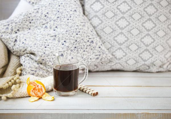 Gezellig stilleven zwarte koffie mandarijn licht houten Stockfoto © dashapetrenko