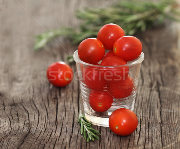 Rouge tomates basilic rustique alimentaire Photo stock © dashapetrenko