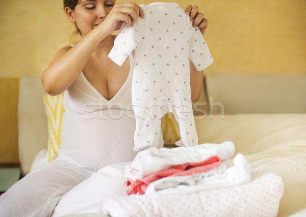 Foto stock: Mulher · grávida · bebê · roupa · pronto · maternidade
