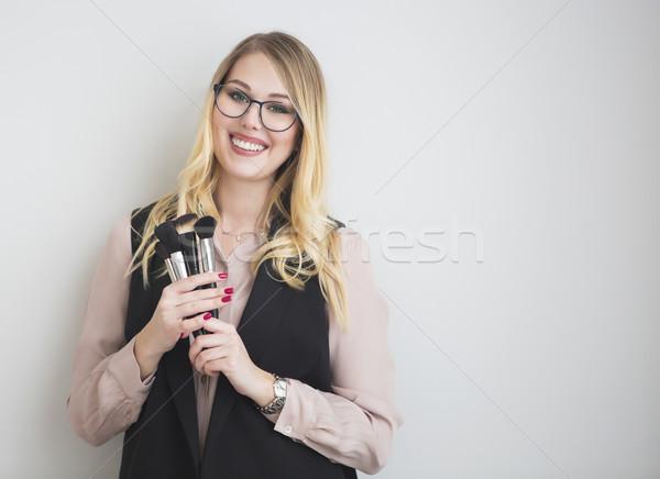 Portret gelukkig blond vrouwelijke make-up kunstenaar Stockfoto © dashapetrenko