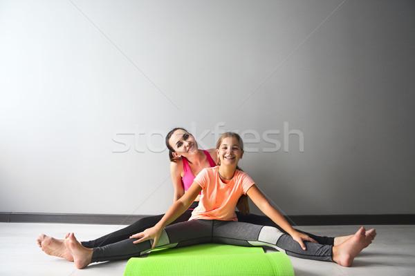 Fiatal nő szórakozás gyerek jóga család sport Stock fotó © dashapetrenko