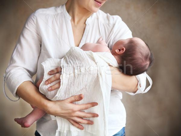 Foto stock: Bebé · caer · armas · madre · nino
