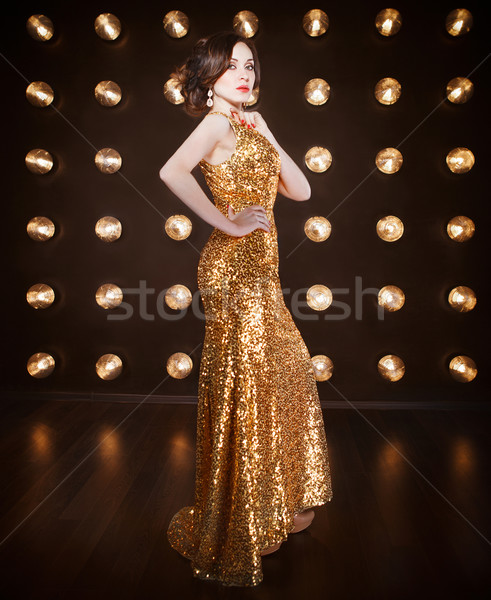 Superstar Frau tragen golden Kleid Stock foto © dashapetrenko
