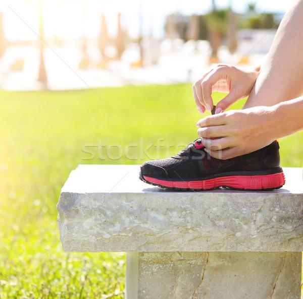 Atleet meisje loopschoenen klaar jogging park Stockfoto © dashapetrenko