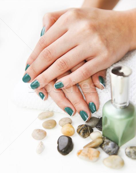 Belo mãos mulher jovem verde french manicure branco Foto stock © dashapetrenko