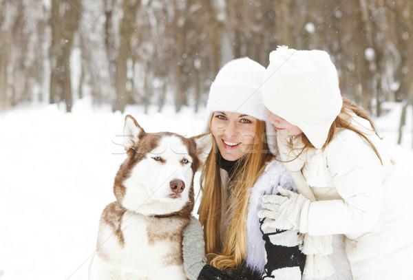 Stockfoto: Gelukkig · moeder · dochter · winter · park · hond