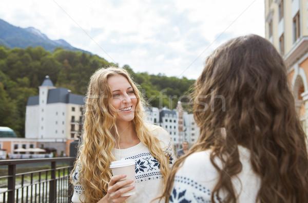 Twee toevallig gelukkig vrouwen gesprek stad Stockfoto © dashapetrenko