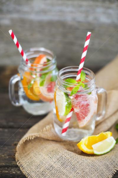 Zwei Gläser natürlichen hausgemachte Limonade Tabelle Stock foto © dashapetrenko