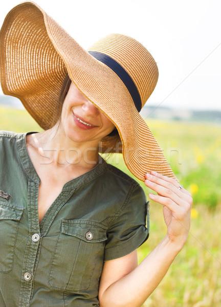 Souriant brunette femme chapeau été jour Photo stock © dashapetrenko