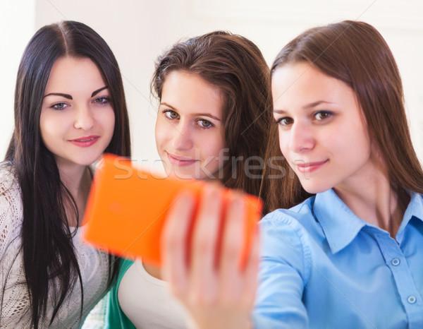 Zdjęcia stock: Trzy · uśmiechnięty · nastolatki · smartphone · kamery