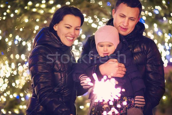 Rodziny bengalski świetle na zewnątrz christmas szczęśliwą rodzinę Zdjęcia stock © dashapetrenko