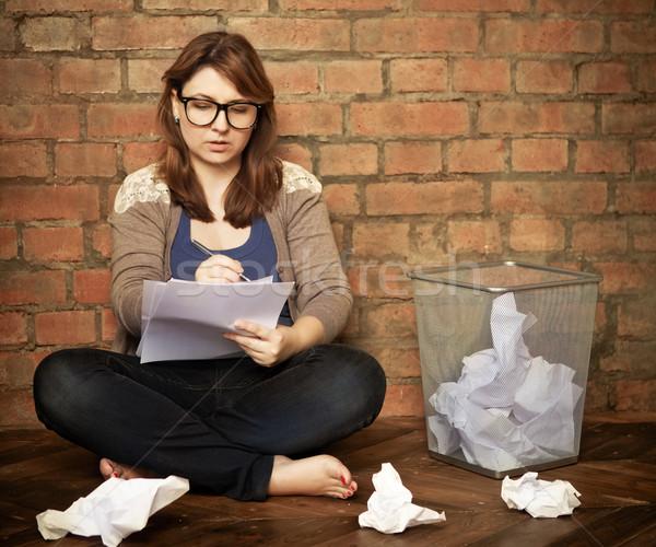 Mulher jovem escritor trabalhando sótão negócio mulher Foto stock © dashapetrenko
