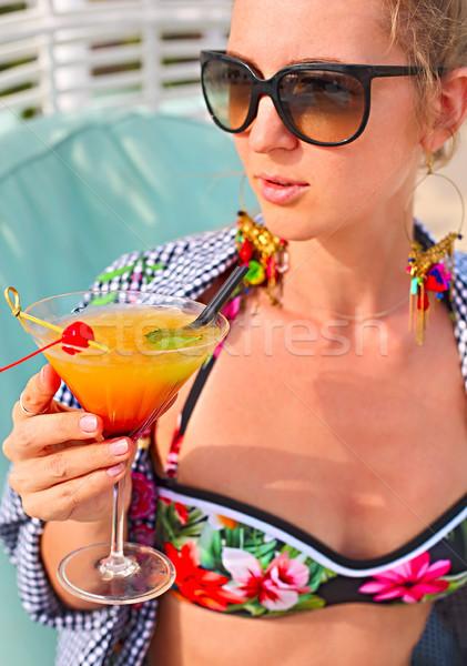Esotiche cocktail vetro mano spiaggia mare Foto d'archivio © dashapetrenko
