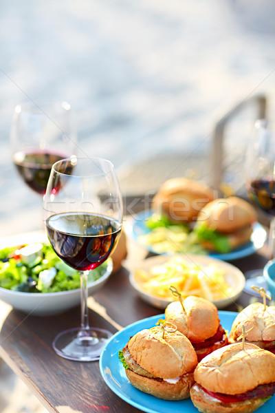 Picknicktafel rode wijn bril strand zomer wijn Stockfoto © dashapetrenko