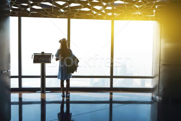 Siluet kız turist pencere gökdelen burj Stok fotoğraf © dashapetrenko
