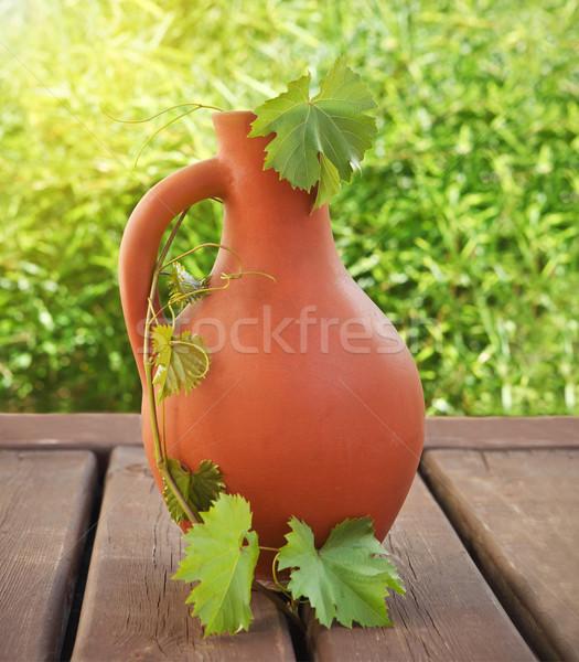 Vino jarra mesa de madera aire libre verano madera Foto stock © dashapetrenko