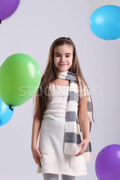 Weinig glimlachend meisje ballonnen studio groene Stockfoto © dashapetrenko