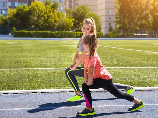 Anne küçük kız egzersiz stadyum aile Stok fotoğraf © dashapetrenko