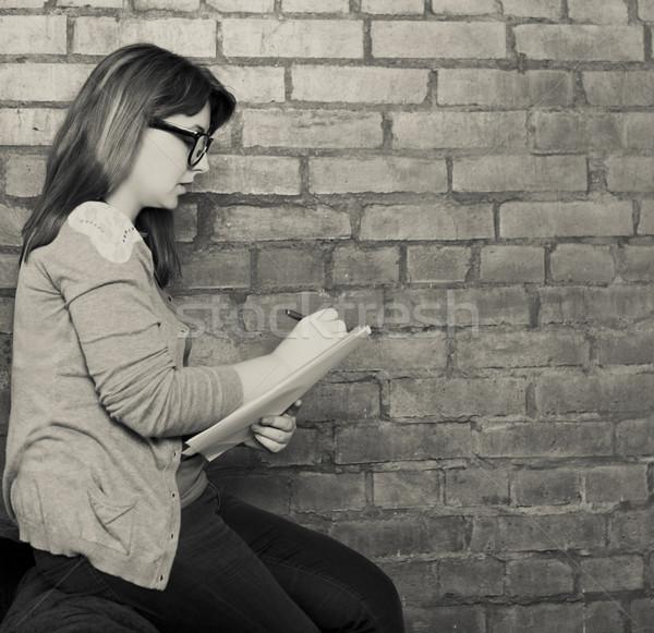 Jonge vrouw schrijver werken vliering zwart wit business Stockfoto © dashapetrenko