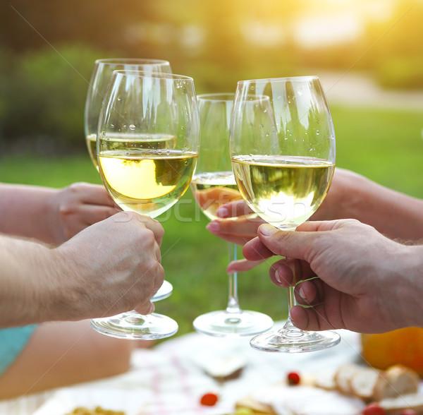 Lata piknik białe wino zewnątrz strony uroczystości Zdjęcia stock © dashapetrenko