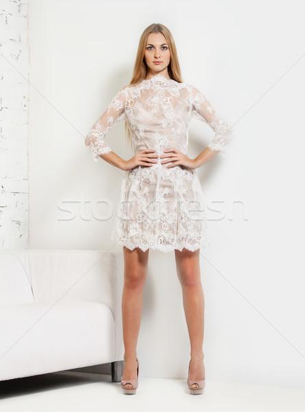 Photo stock: Belle · jeune · femme · robe · blanche · studio · portrait · fille