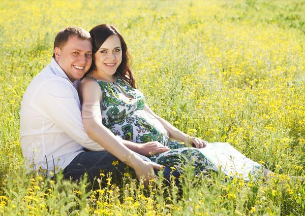 Jóvenes feliz embarazadas Pareja floración primavera Foto stock © dashapetrenko
