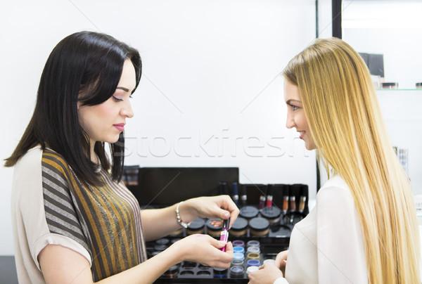 Młodych pretty woman piękna konsultant sklep kolor Zdjęcia stock © dashapetrenko