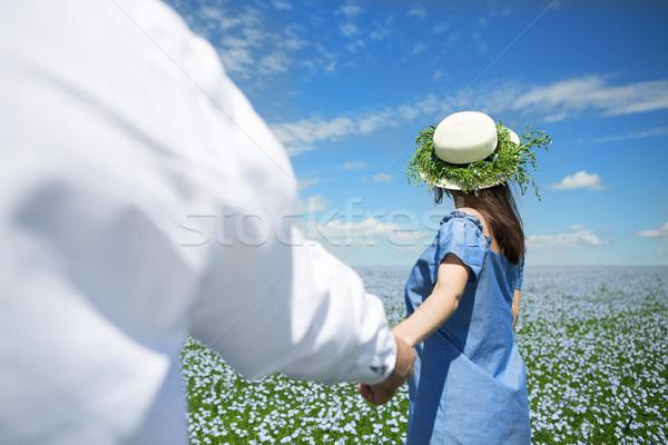 Boldog gyönyörű terhes pár vászon mező Stock fotó © dashapetrenko