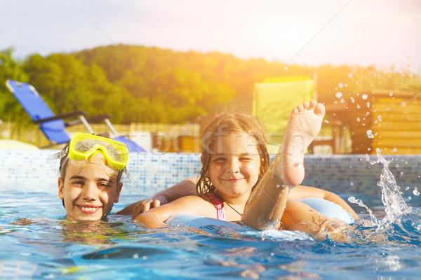 Crianças jogar piscina dois meninas Foto stock © dashapetrenko