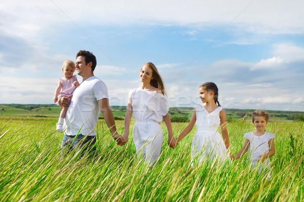 Feliz jovem família três crianças ao ar livre Foto stock © dashapetrenko