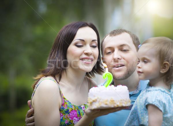 Famille heureuse célébrer deuxième anniversaire bébé fille Photo stock © dashapetrenko