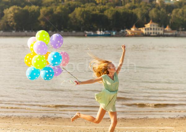 Donna jumping spiaggia colorato palloncini Foto d'archivio © dashapetrenko