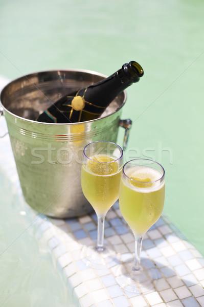 Foto d'archivio: Champagne · occhiali · bottiglia · ghiaccio · secchio · piscina