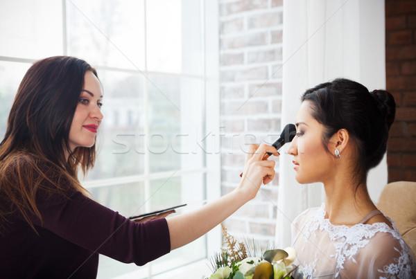 Maquiador compensar jovem belo noiva Foto stock © dashapetrenko