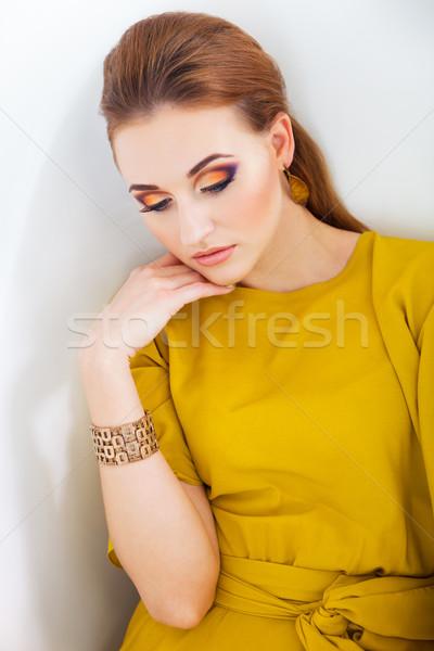 ストックフォト: 美少女 · を構成する · 着用 · 長い · 黄色 · ドレス