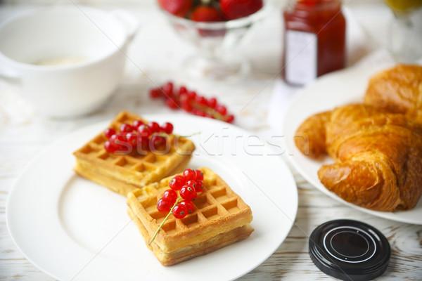 Piros ribiszke lekvár bogyók croissantok narancs Stock fotó © dashapetrenko