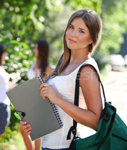 Gelukkig jonge studenten buitenshuis meisje Stockfoto © dashapetrenko